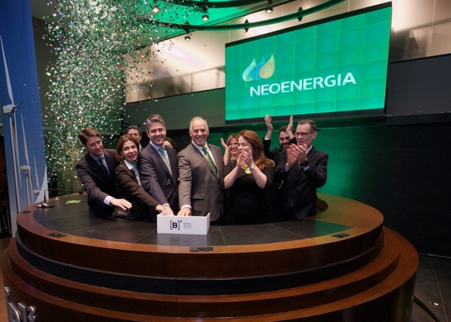 De izq. a dcha. en primer plano: el CFO de Neoenergia, Leonardo Gadelha; el director general de Neoenergia, Mario Ruiz-Tagle (en el centro), y la adjunta a la presidencia de Neoenergia, Solange Ribeiro