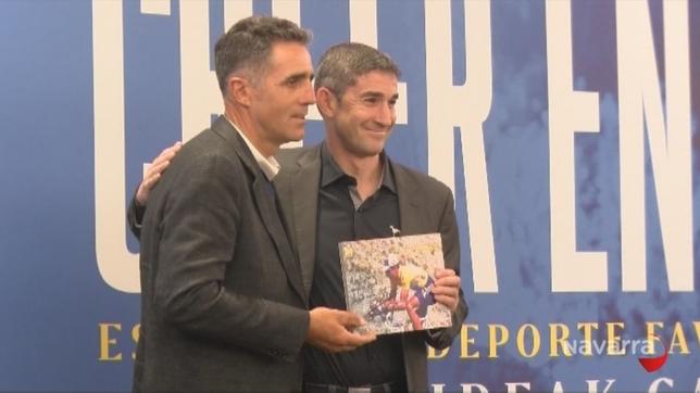Alberto Undiano Mallenco recibió un homenaje de la Fundación Miguel Induráin