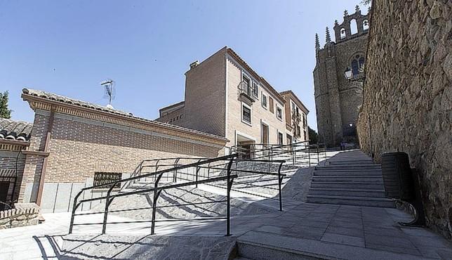 Abiertos los baños públicos bajo San Juan de los Reyes VÁctor Ballesteros