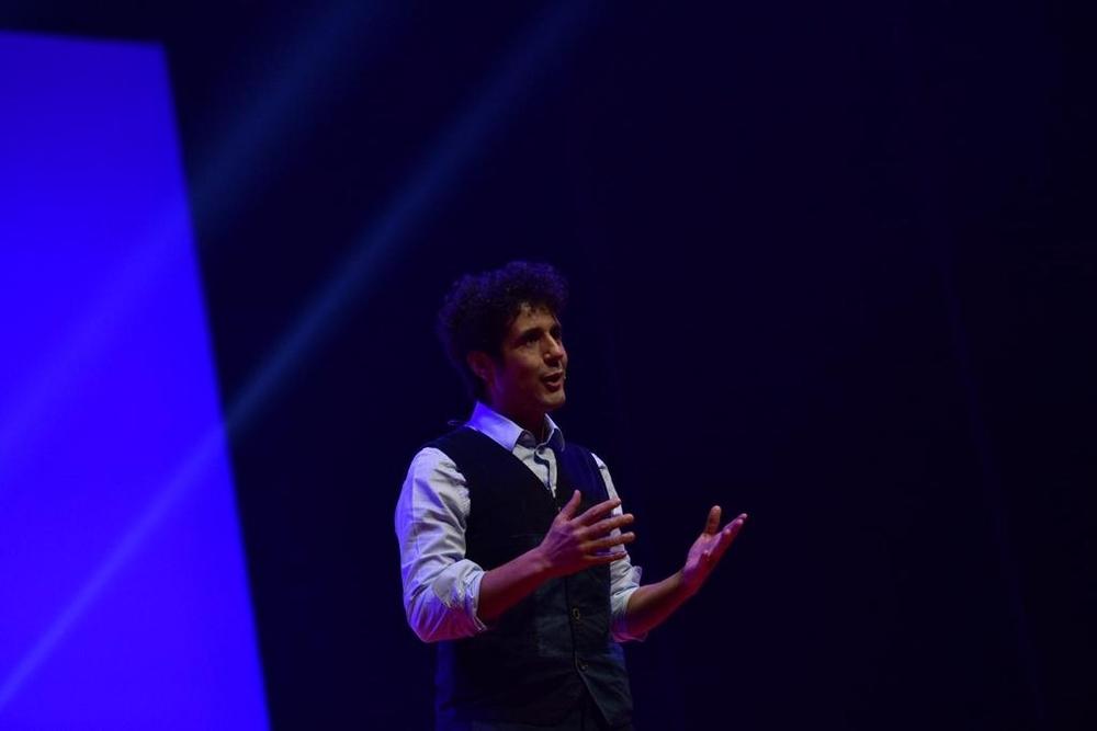 Miguel de Lucas hace que la gala de Navarra TV sea 'mágica'