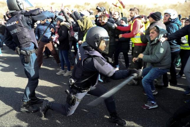 Un taxista detenido y 11 heridos en Madrid SERGIO PEREZ