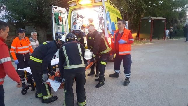 Heridas dos mujeres al caer por un puente en Cogollos