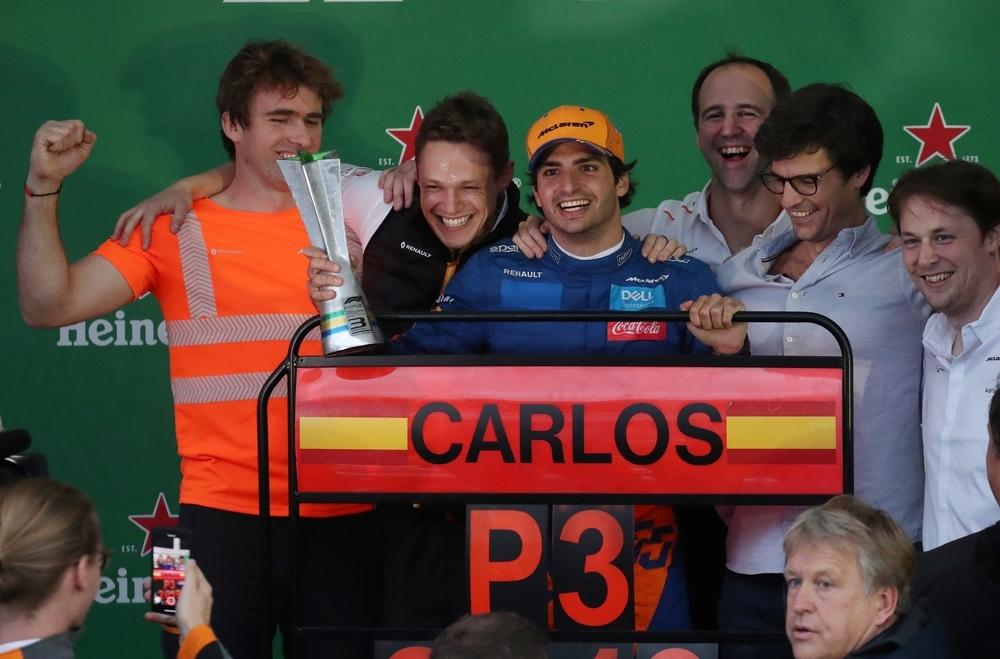 Verstappen gana, Sainz sube al podio y Ferrari se derrumba