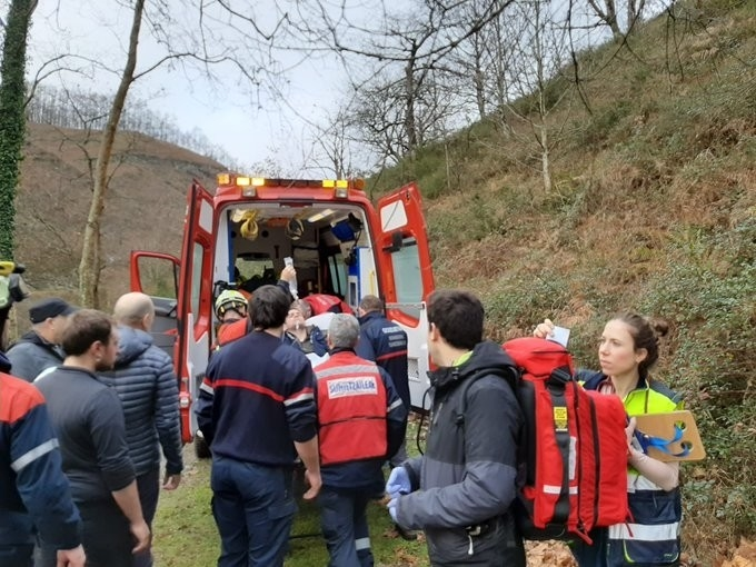 Los bomberos rescatan en Goizueta a un joven accidentado