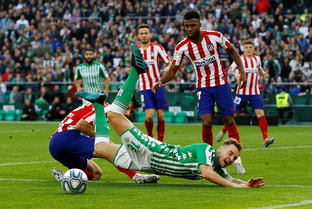 El Atlético resiste en el Villamarín