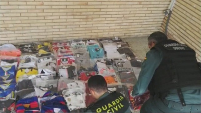Incautadas 1.500 prendas de ropa falsificada Guardia Civil