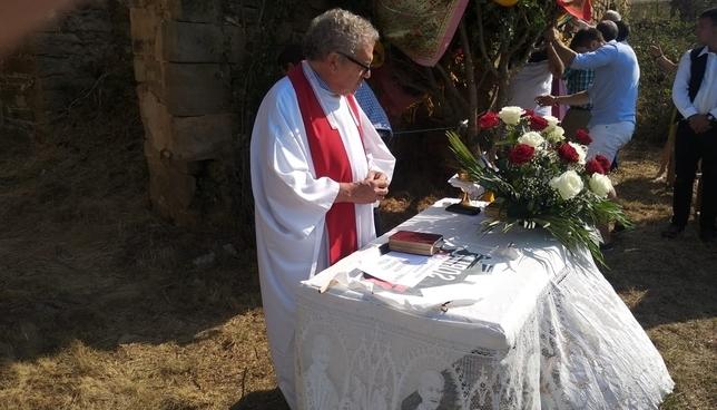 Altar reivindicativo en Las Móndidas de Sarnago