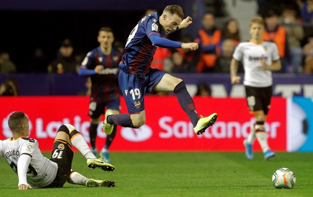 El Valencia remonta un 2-0 y se lleva el derbi con autoridad