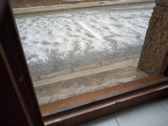 Una tormenta de granizo y lluvia descarga sobre Canicosa