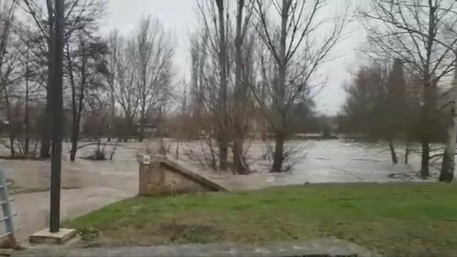 Se desbordan los ríos a su paso por la comarca de Pamplona
