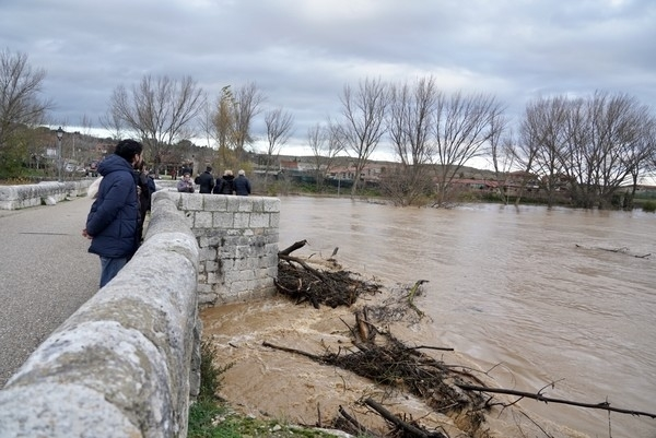 La crecida del Pisuerga anega terrenos de Simancas y Arroyo