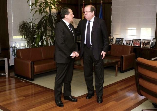 El presidente de la Junta de Castilla y León, Juan Vicente Herrera, se reúne con el presidente del Consejo de Cuentas de Castilla y León, Mario Amilivia. Ical
