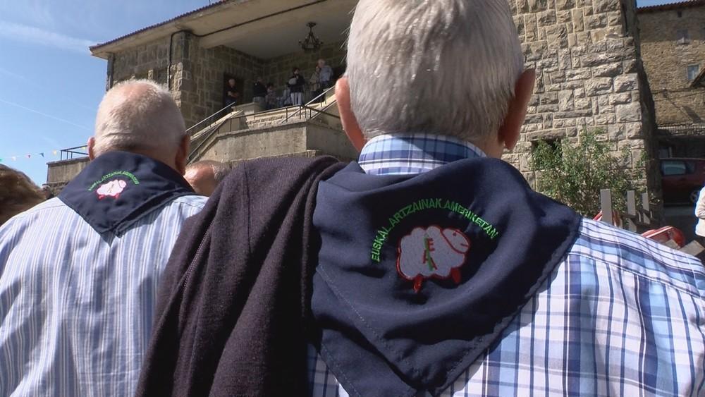 Los pastores americanos de los 60 celebran su día en Erro