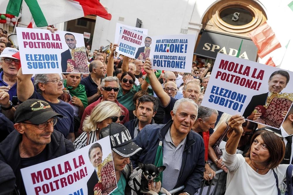 La ultraderecha protesta frente al parlamento italiano for Lavorare al parlamento italiano