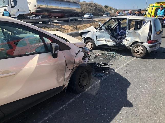 Un muerto y 3 heridos al colisionar 3 vehículos en Toledo