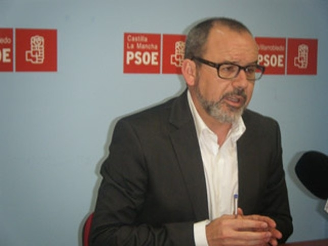 Dimite Alberto González como secretario general del PSOE