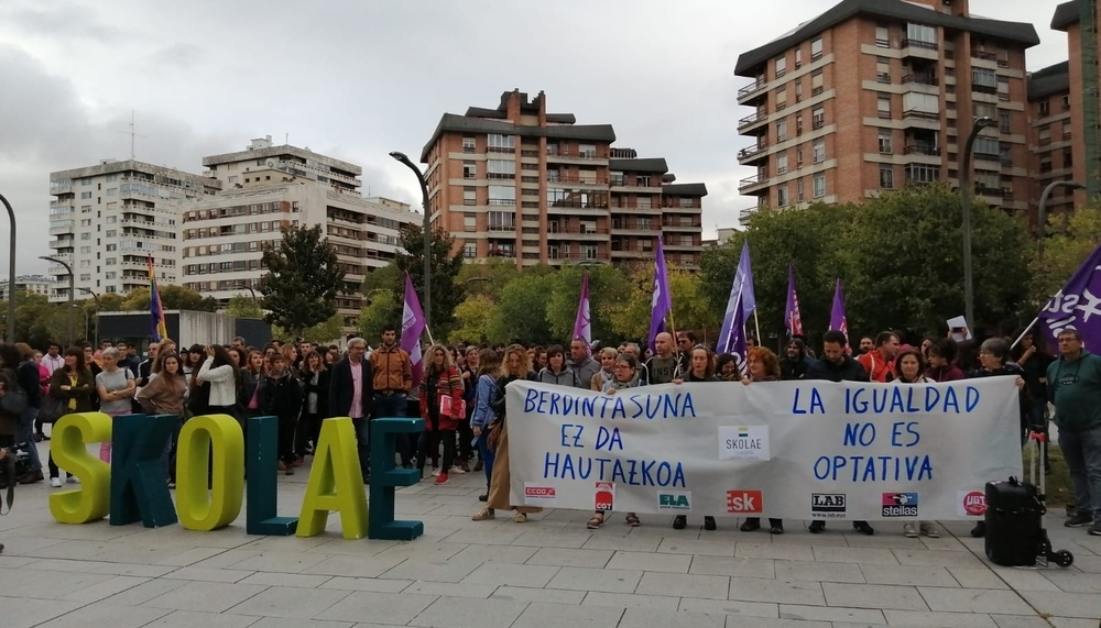Sindicatos se concentran en defensa del programa Skolae