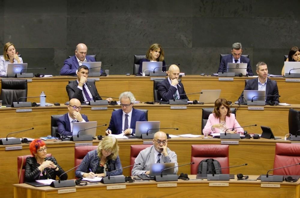 Parlamento rechaza que se paralicen los planes lingüísticos
