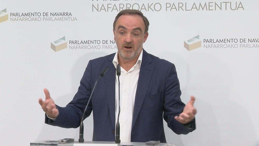 Una posible reunión entre PSN y Navarra + desata la polémica