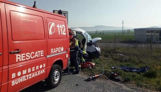 Un fallecido y dos heridos graves en un accidente en Tiebas