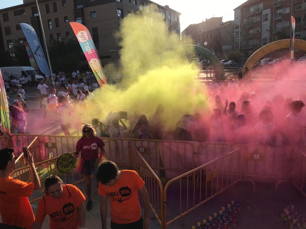 familia real gastar dormir  850 corredores disfrutan de la Holi Life de Tordesillas | Noticias El Día  de Valladolid
