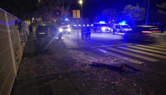 Menor de edad empotra un coche contra un árbol y una farola Policía Municipal de Pamplona