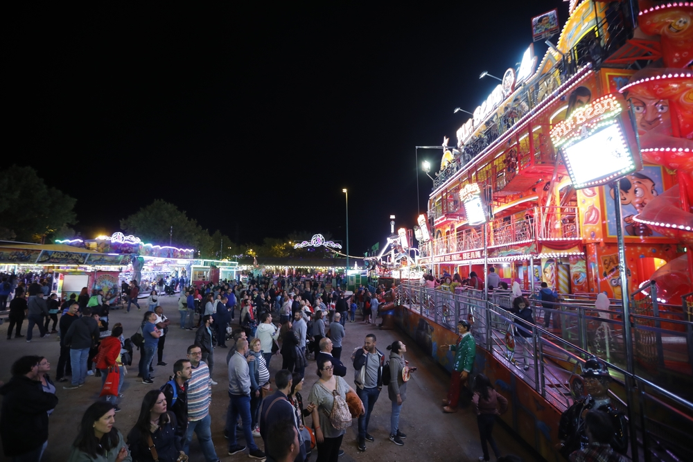 Carruseles y atracciones del Real de la Feria.