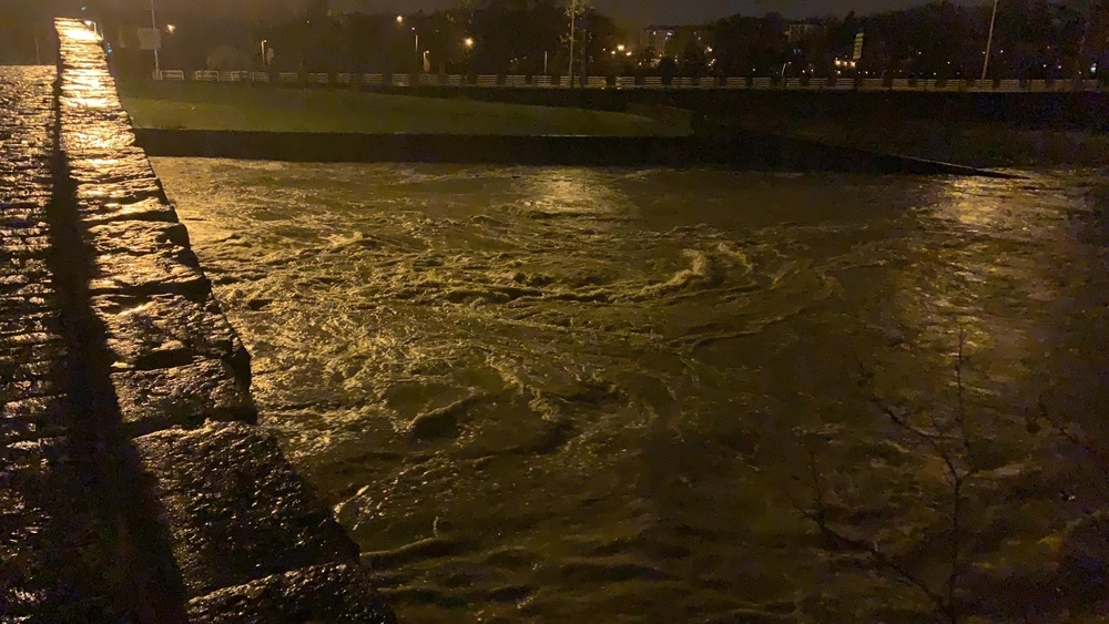 Los ríos de Pamplona, furiosos: alerta por desbordamientos-Noelia Tirapu