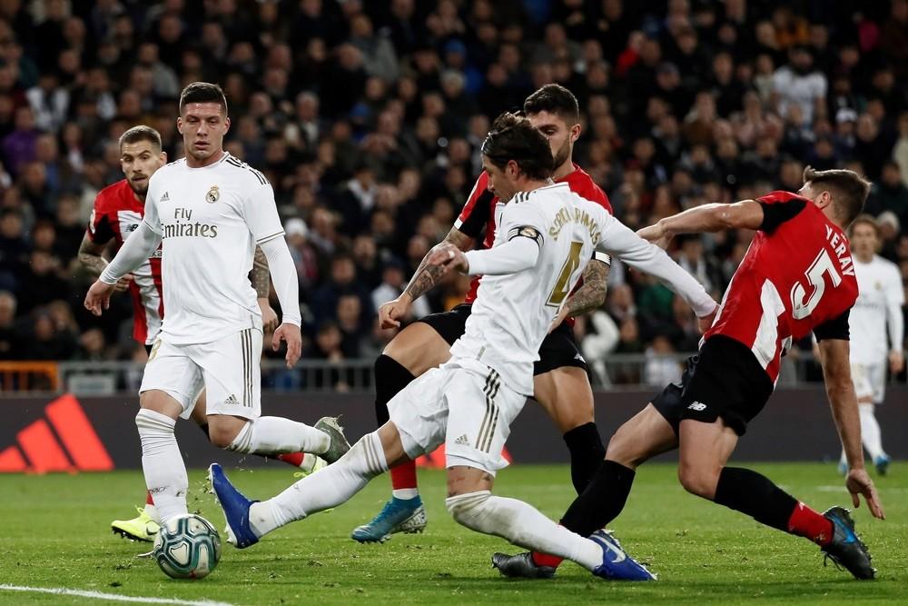 Los 'leones' resisten en el Bernabéu