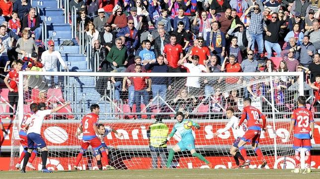 Torres rescata un punto en el último suspiro