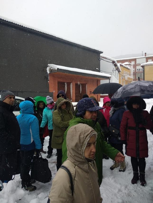 Las nevadas y la ventisca aíslan a 40 localidades