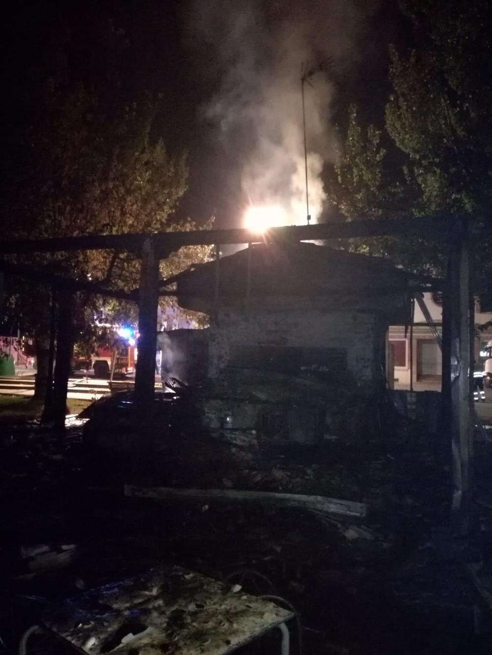 Arde en su totalidad un bar de Malagón