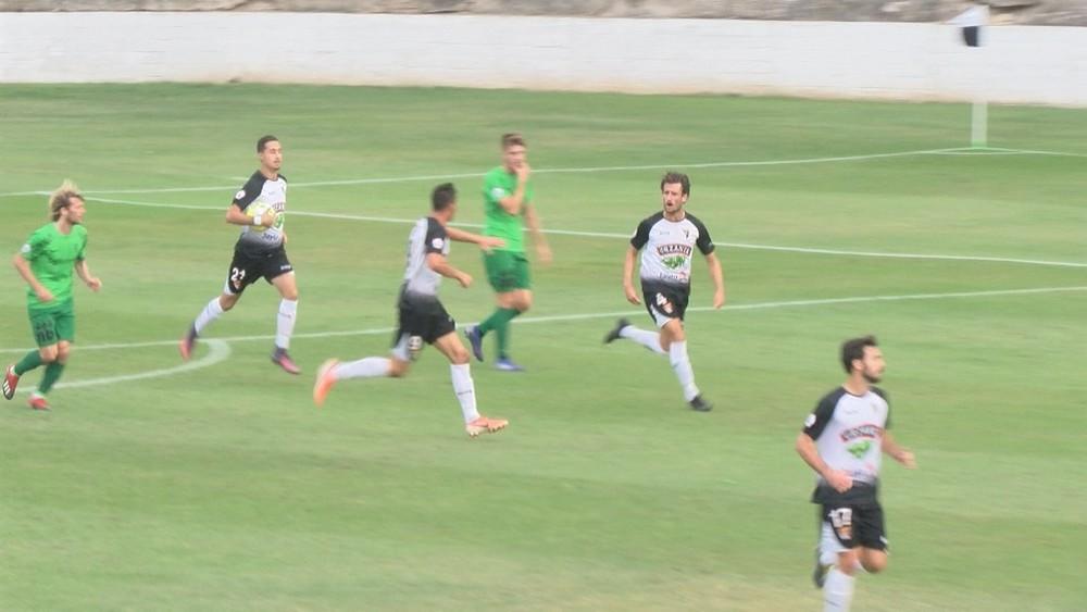 El tanto de Meseguer, en el centro de la imagen, hizo creer al Tudelano que el empate era posible