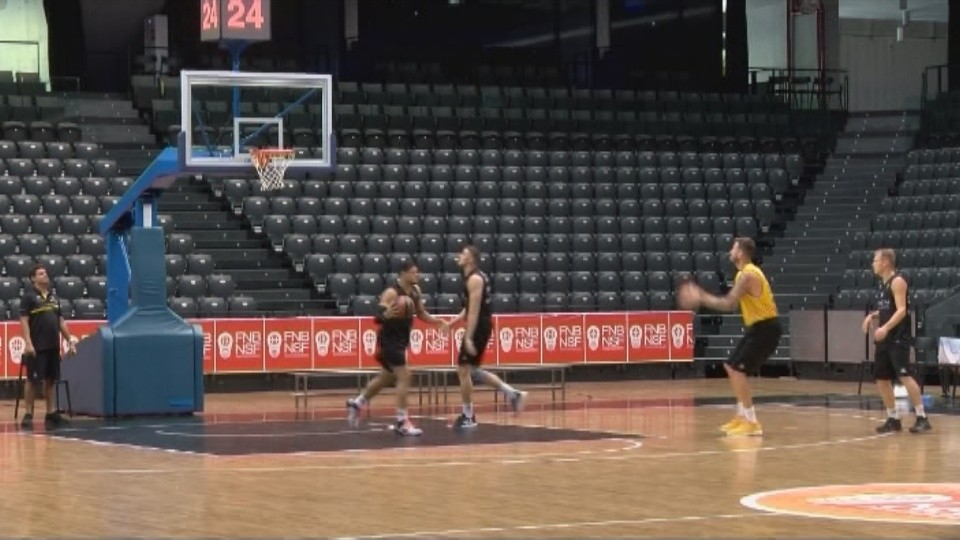 El Iberostar Tenerife se ejercitaba este miércoles a mediodía en el Navarra Arena