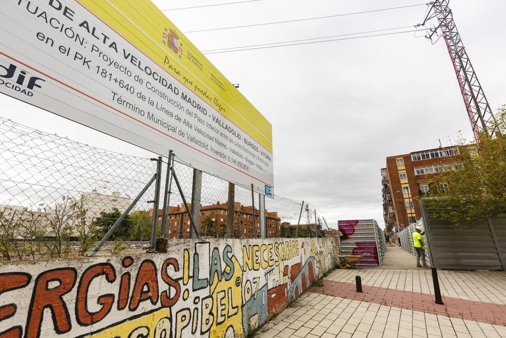 Paso peatonal en las obras de la Plaza Aviador Gómez Barco