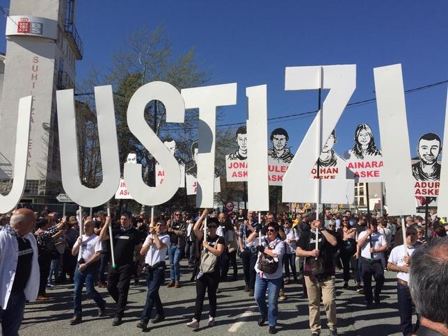 Miles de personas apoyan a los jóvenes de Alsasua Gonzalo Velasco