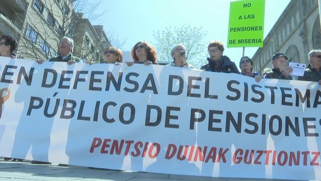 Jubilados navarros alzan la voz por unas pensiones dignas
