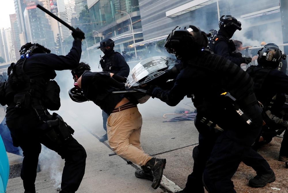 La Policía vuelve a usar gases en una protesta en Hong Kong