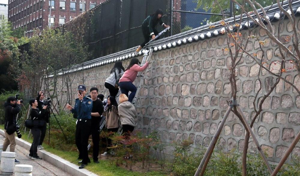 Los estudiantes asedian la embajada de EEUU en Corea del Sur