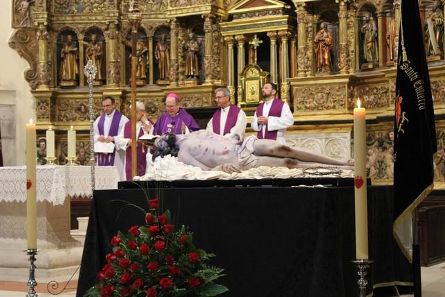 Ana Rey presenta su primer Cristo en Castilla-La Mancha
