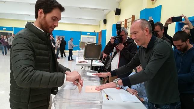 Sayas vota haciendo un llamamiento a la participación NATV