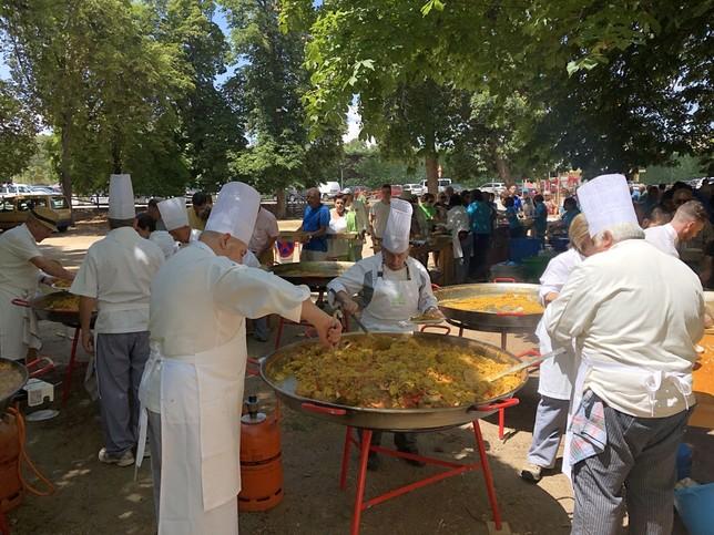 Un millar de personas disfruta de la paella de Apadefim