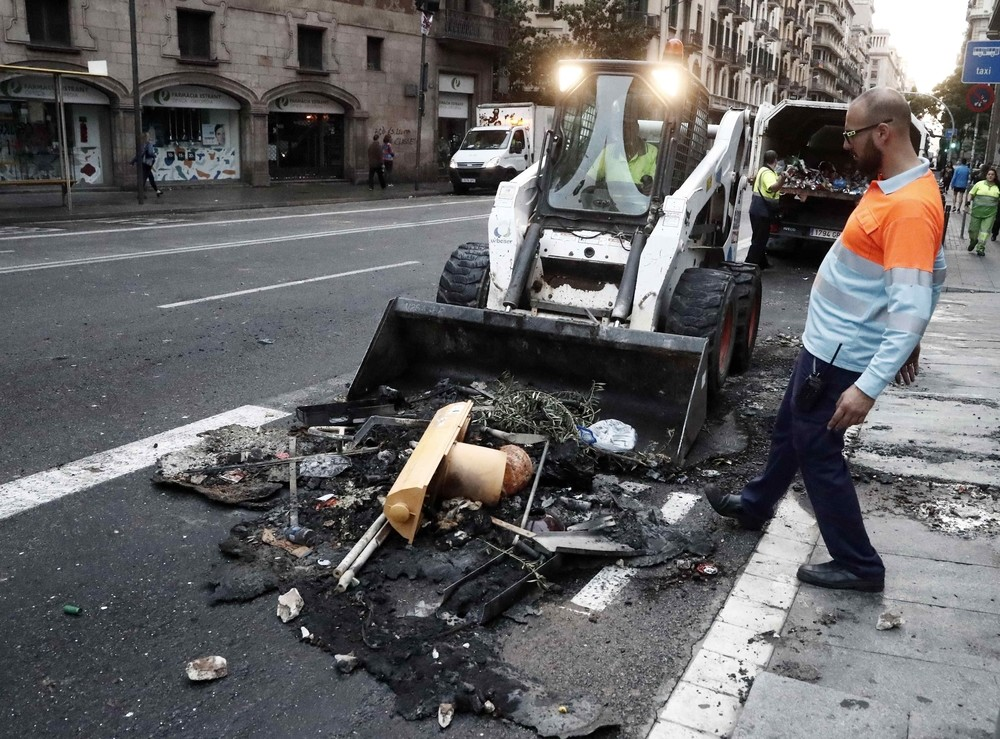 Barcelona despierta destrozada