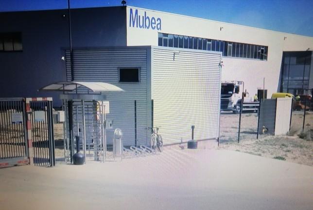 Un centenar de trabajadores de Mubea, en huelga