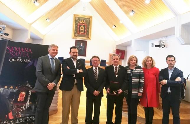 La Hermandad del Ecce Homo recibe la Medalla de la ciudad