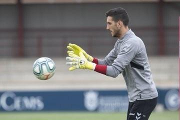 Sergio Herrera atrapa un balón durante la sesión de este viernes.