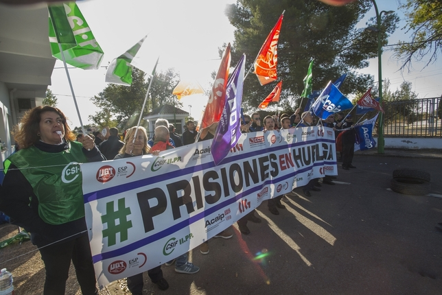 Los sindicatos de prisiones vuelven a protestar en la calle Rueda Villaverde