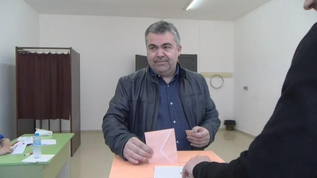 Cerdán vota en su colegio electoral PSN-PSOE