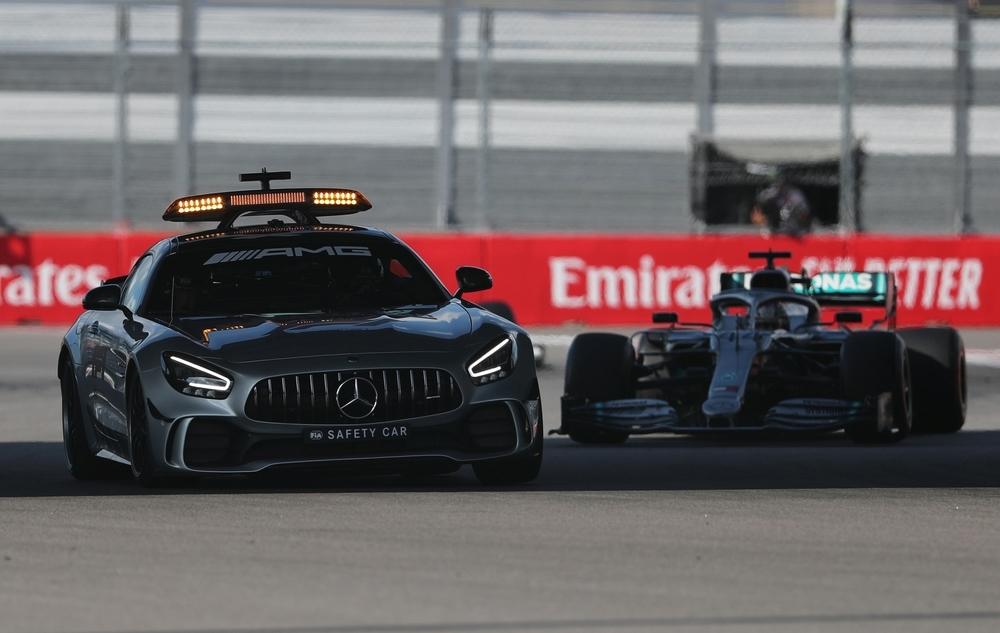 Hamilton continúa con la 'tradición rusa' de Mercedes