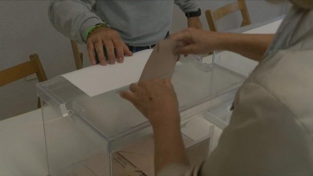 12 candidaturas pelearán por un hueco en el Parlamento foral